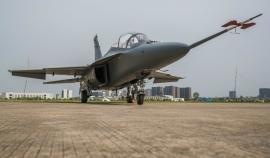Bemutatták Kínában az L–15 Falcon legújabb változatát