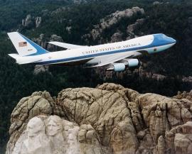 4 millió dolláros kárt okoztak a szerelők az Air Force One-on