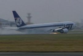 Miért nem nyílt ki a LOT B 767-esének a futója?